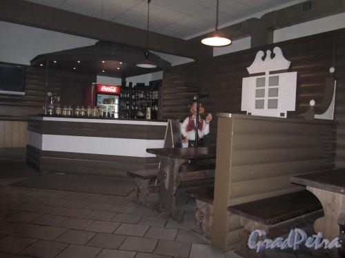 8-я линия В.О., дом 75. Барная стойка кафе «Печки-лавочки». Фото 23 октября 2011 года.