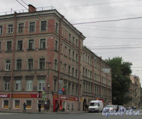 9-я линия В.О., дом 64 / Малый проспект В.О., дом 25.  Фасад здания со стороны 9-ой линии В.О. Фото 5 сентября 2015 года.