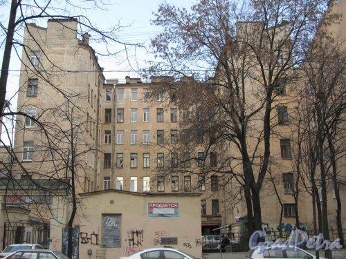 10-я линия В.О., дом 45. Общий вид участка. Фото 13 апреля 2012 года.