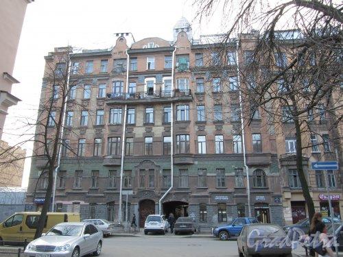 11-я линия В.О., дом 58. Общий вид фасада здания. Фото 13 апреля 2012 года.