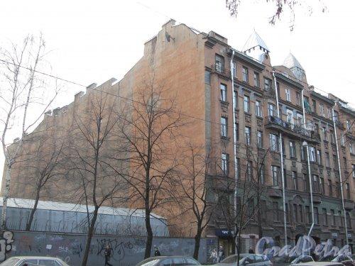 11-я линия В.О., дом 58. Общий вид доходного дома К. Г. Чубакова. Фото 13 апреля 2012 года.