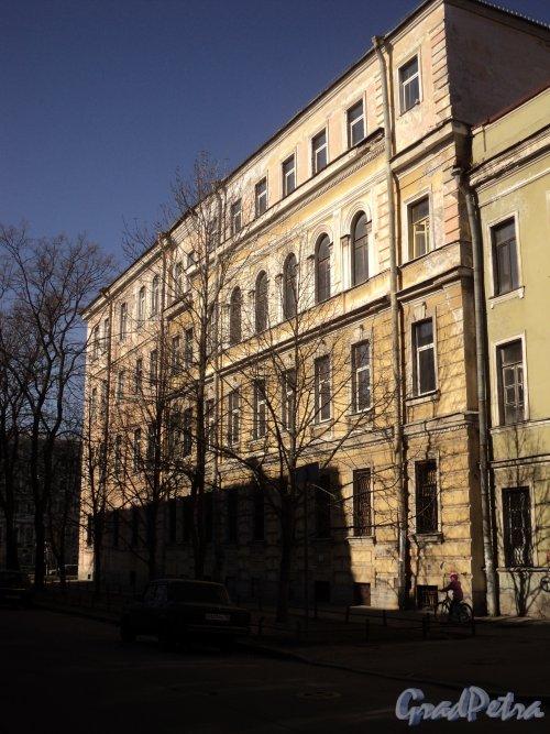 12-я линия В.О., дом 5 / Большой проспект В.О., дом 34. Фасад со стороны 12-й линии В.О. Фото 12 апреля 2011 года.