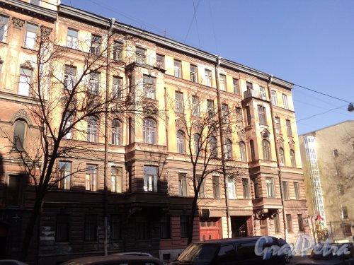 12-я линия В.О., дом 11. Общий вид фасада здания. Фото 12 апреля 2011 года.