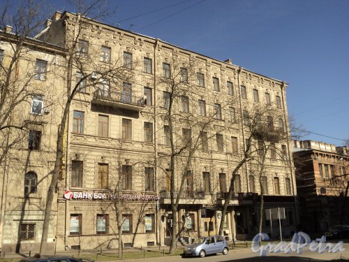 12-я линия В.О., дом 27 (правая часть). Общий вид дома дешевых квартир В. Н. фон Дервиз. Фото 12 апреля 2011 года.