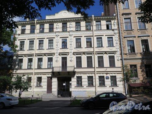 4-я линия В.О., д. 7. Доходный дом Л. Е. Кенига, 1876, арх. Н.В. Трусов. Общий вид здания. Фото август 2015 г.