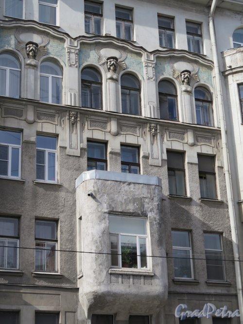 9-я линия В.О., д. 18. Доходный дом С. И. Ширвиндта (М. Э. Сегаля), 1906-07, арх. С.Г. Гингер. Центральная часть. фото сентябрь 2015 г.
