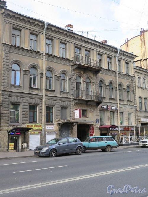 9-я линия В.О., д. 26. Доходный дом адмирала С. В. Воеводского, 1859, арх. Н.П. Гребенка. Общий вид уличного фасада. фото сентябрь 2015 г.