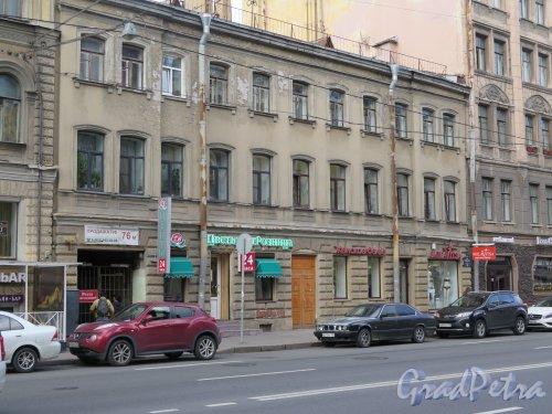 9-я линия В.О., д. 28. Доходный дом, 1862, арх. Р.Я. Оссоланус. Общий вид уличного фасада. фото сентябрь 2015 г.