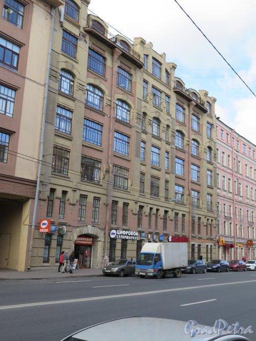 9-я линия В.О., д. 38. Корпус табачной фабрики «Лаферм», 1913, арх. Р.И. Кригер. Лицевой фасад. фото сентябрь 2015 г.