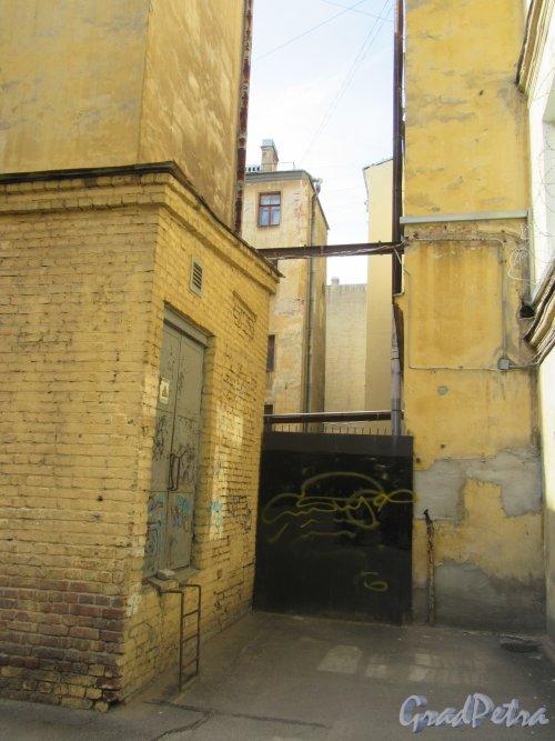 14-я линия В.О., д. 31 Доходный дом Д. П. Семенова-Тян-Шанского.Фрагмент 2-го двора. Фото июнь 2018 г
