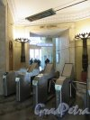 Наземный павильон станции метро «Кировский завод» проход из кассового зала к эскалаторному тунелю. фото февраль 2018 г.