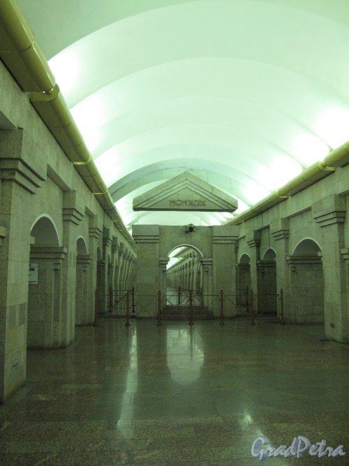 Станция метро «Крестовский остров». Общий вид подземного вестибюля. Фото март 2014 г.