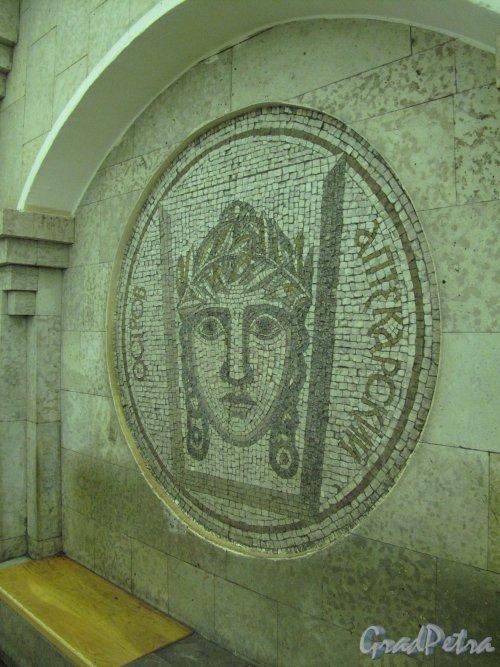 Станция метро «Крестовский остров». Мозаичное панно «Аптекарский остров» в подземном вестибюле. Фото март 2014 г.