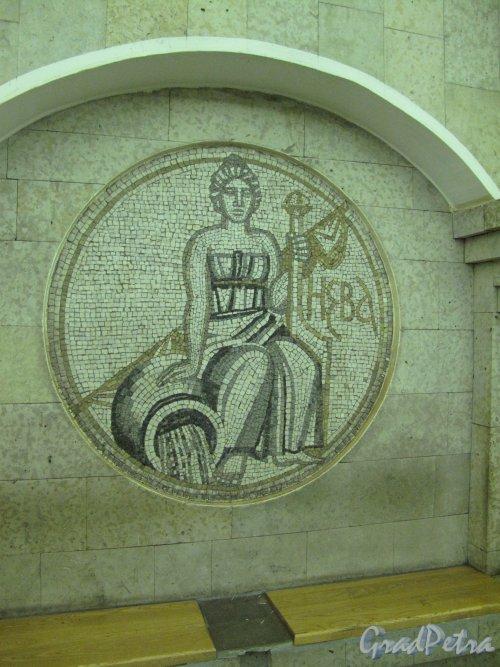 Станция метро «Крестовский остров». Мозаичное панно «Река Нева» в подземном вестибюле. Фото март 2014 г.