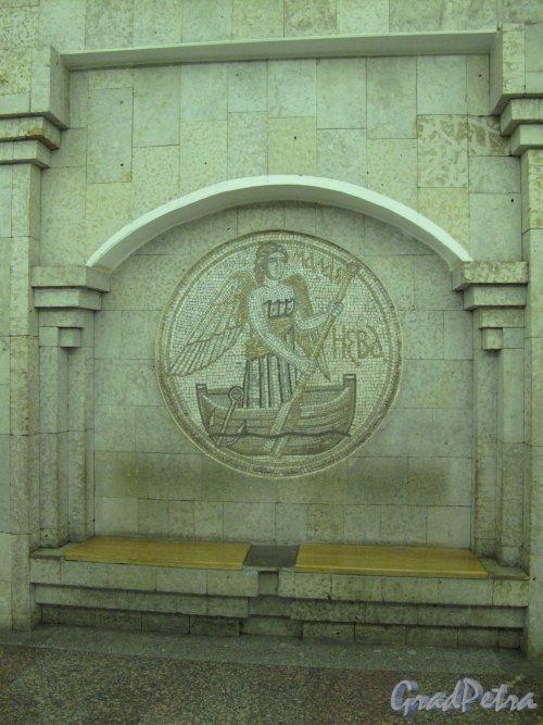 Станция метро «Крестовский остров». Мозаичное панно «Река Малая Нева» в подземном вестибюле. Фото март 2014 г.