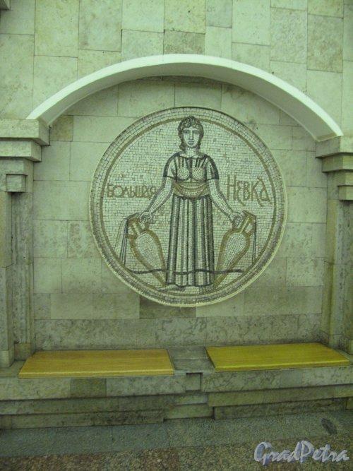 Станция метро «Крестовский остров». Мозаичное панно «Река Большая Невка» в подземном вестибюле. Фото март 2014 г.