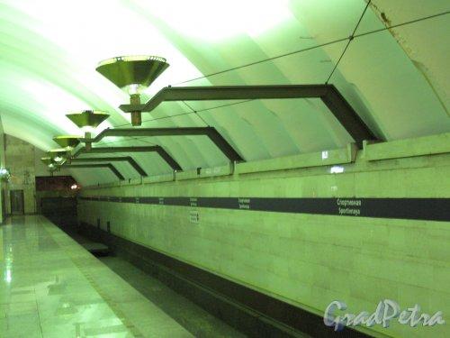 Cтанция метро «Спортивная». Осветительная арматура. Фото март 2014 г.