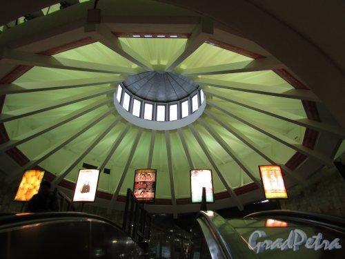 Станция метро «Проспект Большевиков». Световой купол наземного павильона. Фото 1 октября 2015 года.