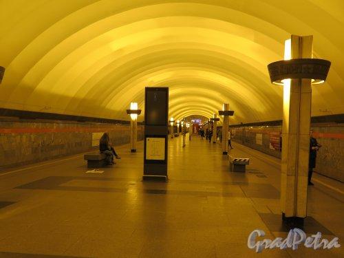 Станция метро «Ладожская». Подземный вестибюль. Общий вид. Фото Сентябрь 2014 г.