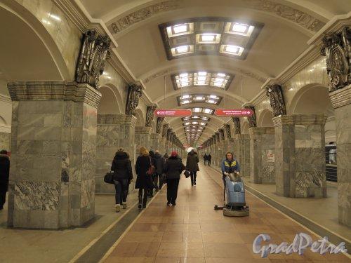 Станция метро «Кировский завод». Общий вид подземного вестибюля. Фото февраль 2015 г.