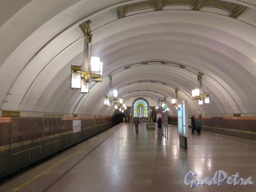 Станция метро «Лиговский проспект», Подземный вестибюль. фото июнь 2015 г.