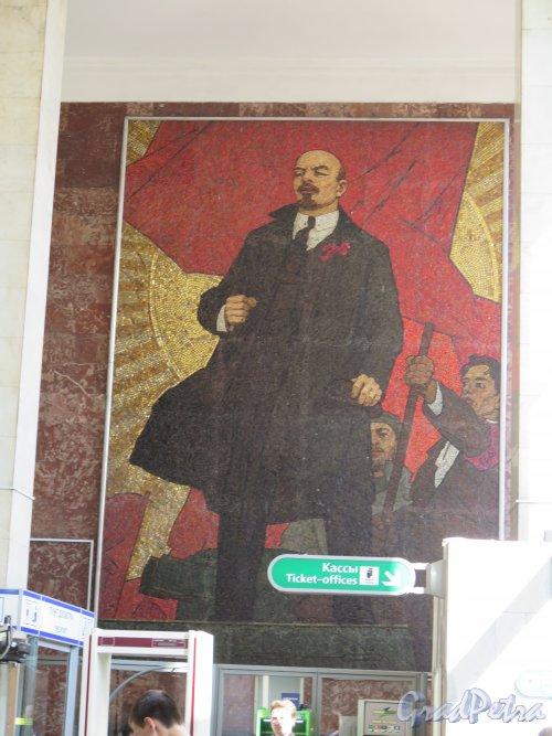 Площадь Ленина, наземный вестибюль. Мозаичный портрет В.И. Ленина. перед выходои. фото июль 2015 г.