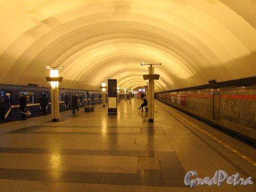 Станции метро «Ладожская». Общий вид  перронного зала. Фото 5 января 2017 года.