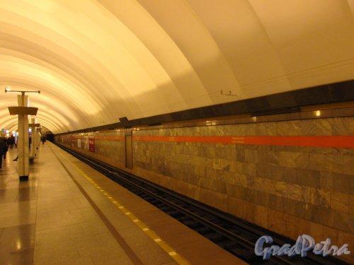 Перрон станции метро «Ладожская». Фото 5 января 2017 года.