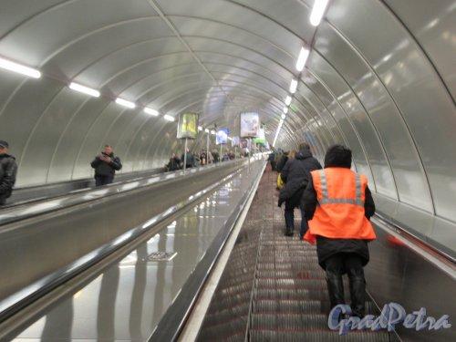 Станция метро «Лиговский проспект». Вид эскалаторного туннеля со стороны подземной платформы. фото февраль 2018 г.