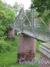 Макаровский мост (Кронштадт). Макаровский пешеходный мост, в створе Красной ул. Общий вид с берега оврага. фото июнь 2015 г.