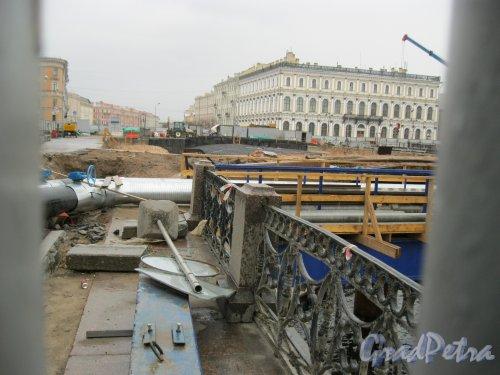 Синий мост. Вид на ремонтные работы на мосту. Фото 1 мая 2014 г.
