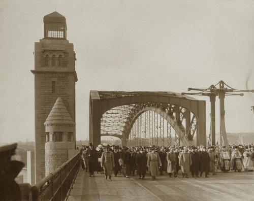 Открытие моста имени Петра Великого (Большеохтинского). Фото 1911 года.