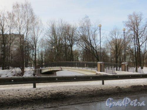 Строгановский пешеходный мост через Чёрную речку. Фото 11 февраля 2015 года.