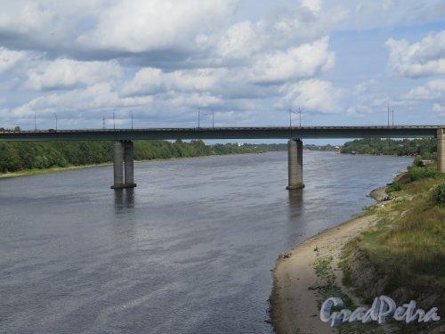Ильинский (автомобильный) мост через реку Волхов в городе Волхове. Общий вид. фото август 2014 г.