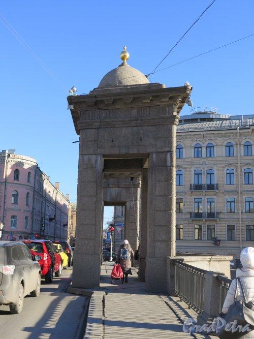 Мост Ломоносова (Чернышев мост). Башни разводных механизмов. фото март 2015 г.