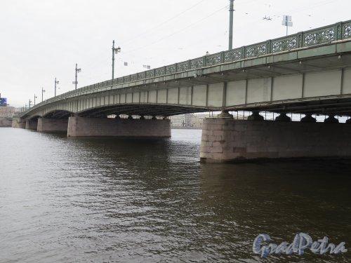 Литейный мост. Вид моста с Выборгской стороны. фото апрель 2015 г.