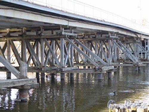 2-й Елагин мост. Вид на опоры моста. фото апрель 2016 г.