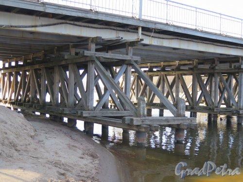 2-й Елагин мост. Опоры моста (Прибрежная часть). фото апрель 2016 г.