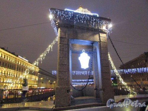 Новогоднее оформление моста Ломоносова. Фото 18 декабря 2019 года.