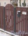 Лен. обл., Выборгский р-н, г. Приморск, наб. Юрия Гагарина, дом 31. Номер дома на заборе. Фото 7 декабря 2013 г.