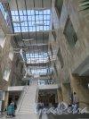 Петроградская наб., д. 34. Бизнес-центр «Линкор». Интерьер рекреации 1-го этажа. фото июль 2015 г.