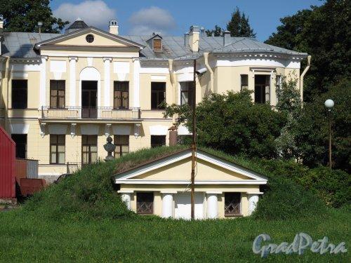 Песочная наб., д. 10. Особняк М. А. Новинской и B. А. Засецкой. Фото август 2010 г.