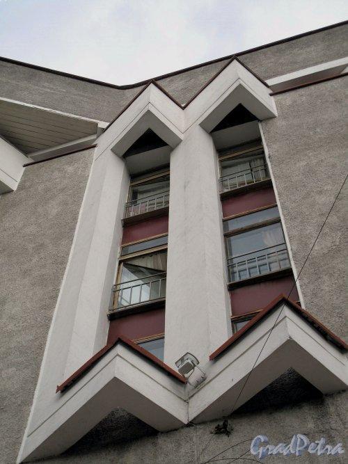Синопская наб., д. 14. Междугородная автоматическая телефонная станция. Фрагмент фасада. Фото август 2011 г.