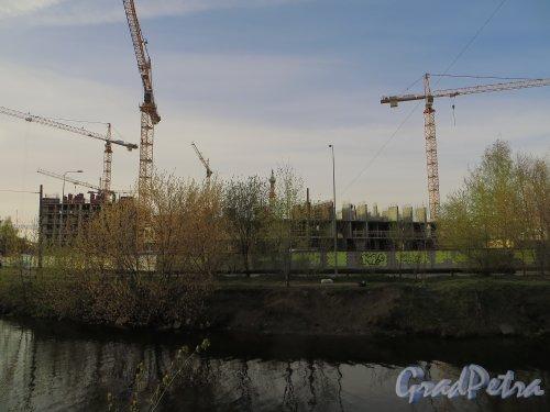наб. реки Смоленки, дом 3. Строительство нового здания. Фото 30 апреля 2014 года.