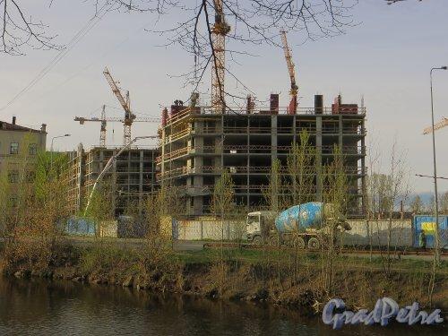 наб. реки Смоленки, дом 3. Строительство новых корпусов со стороны дома 5-7. Фото 30 апреля 2014 года.