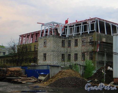 Набережная Обводного канала, дом 62, корпус 2, литера А. Вид со стороны дома 62 по Обводному каналу. Фото 10 мая 2014 года.