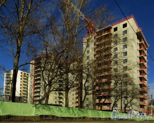 набережная реки Смоленки, дом 35, корпус 1, литера А. Строительство жилого комплекса «Айно». Вид с проспекта КИМа. Фото 29 марта 2014 года.
