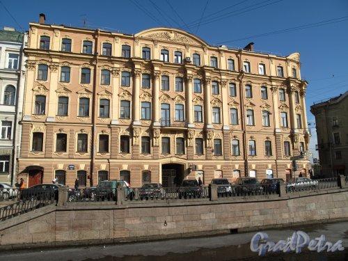 наб. канала Грибоедова, д. 79. Доходный дом С. О. Китнера. Общий вид со стороны канала. фото март 2014 г.