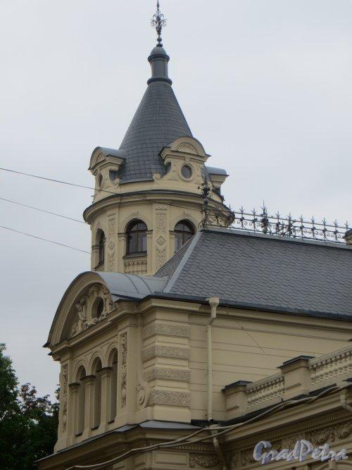 набережная реки Мойки, дом 122. Башня со стороны Андреевского сада. Фото 10 июня 2014 года.