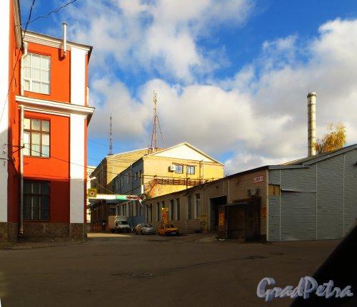 Набережная реки Карповки, дом 5, литера Г (на схеме корпус 7). Производственный корпус. Центр молодежного инновационного творчества «Fab Lab» и офисы. Фото 4 октября 2014 года.